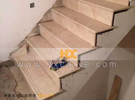 通常室内楼梯踏步与铁艺扶手